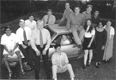 l'équipe de yahoo en 1995 : tim brady (deuxième en partant de la gauche), jerry