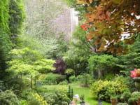 un jardin privé, à paris.