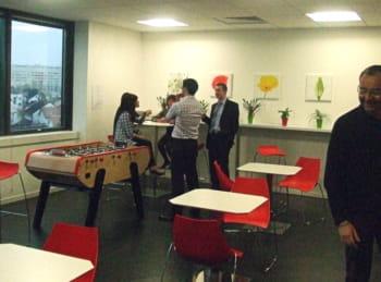 cafétéria dans les locaux d'hitachi data systems france.