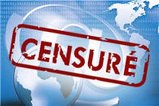 Hosni Moubarak condamné pour avoir coupé Internet et les réseaux mobile