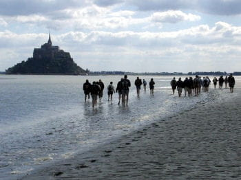une traversée de 3 heures dans les sables de la baie du mont saint-michel: une