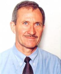 bernard poussin a démissionné à l'âge de 57 ans pour créer son entreprise.
