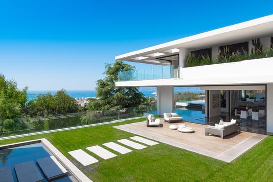 Visitez cette villa d'architecte en vente 35 millions d'euros près de la Croisette