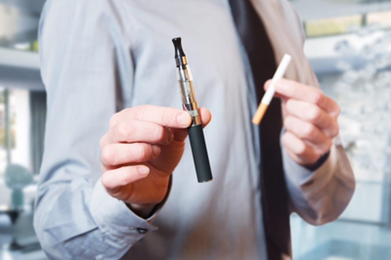 fumer une cigarette lectronique au travail est ce possible. Black Bedroom Furniture Sets. Home Design Ideas