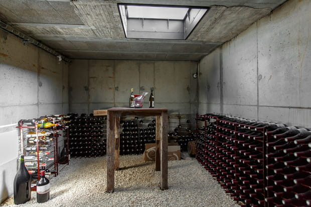 La propriété comporte aussi une cave à vins…