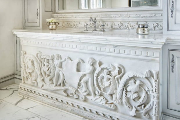Un lavabo sculpté