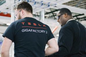 Tesla: face à la crise, baisses de salaires et congés sans solde