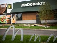 un restaurant mcdonald's.