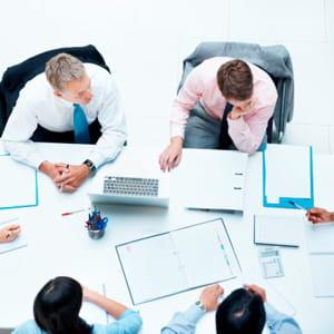 la société de conseil offre des opportunités de carrière aux seniors.