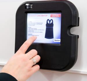 contrairement aux bornes d'information classiques, l'écran airtag pad fonctionne