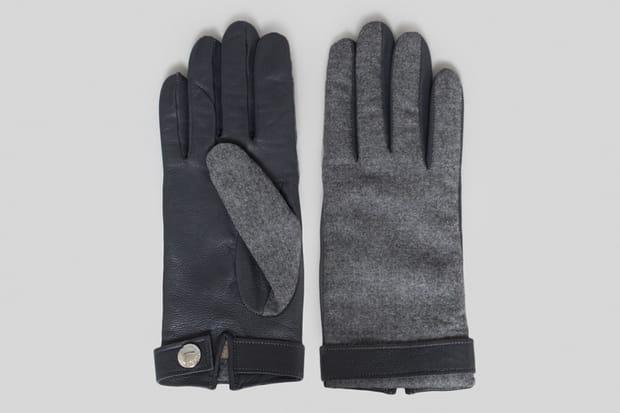 Une paire de gants la maison Kitsuné