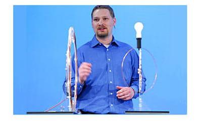l'énergie que reçoit cette ampoule pour s'allumer est émise àplus de quatre