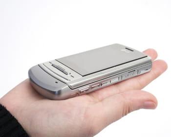 le téléphone mobile lg ke970.