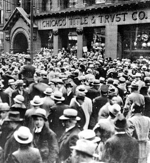 des épargnants inquiets devant la société chicago title & trust en 1929.