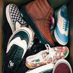vans slip on, era ou new era... avec la marque de skate californienne, on trouve