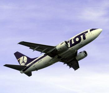 un boeing 737 de lot.