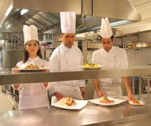 dans l'hôtellerie-restauration, les entreprises anticipent des recrutements au