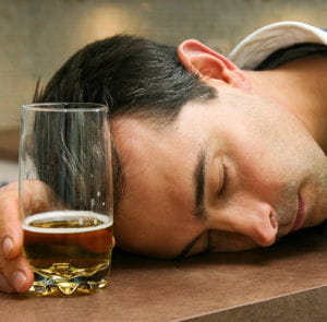 a se noyer dans le travail, on risque de se noyer dans l'alcool.