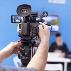 dans l'édition et l'audiovisuel, la rémunération brute atteint 4 244euros par