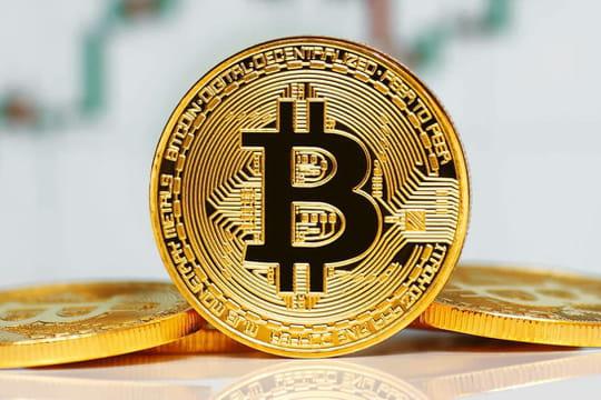 Bitcoin: après avoir atteint les 12000 dollars, le cours s'effondre