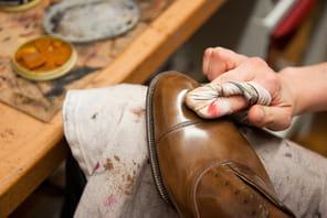 Dans l'atelier du bottier John Lobb:l'art au bout du pied