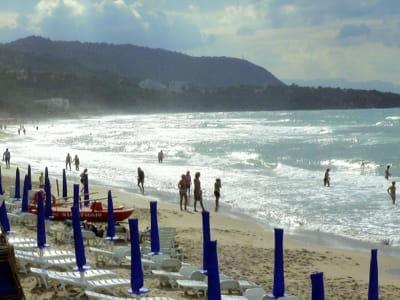 une plage en sicile.