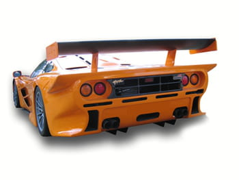 larry ellison collectionne aussi les voitures de sport.