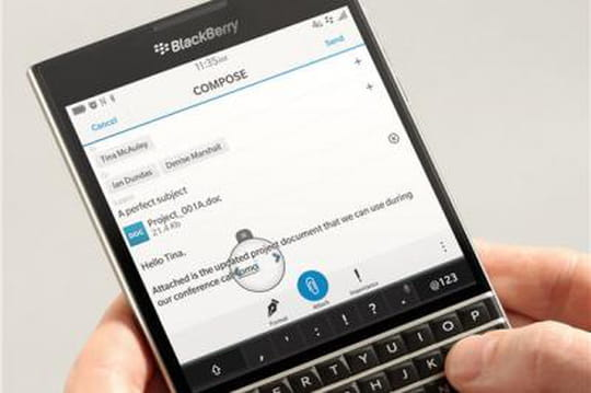 Zoom sur Passport, le smartphone carré lancé par BlackBerry