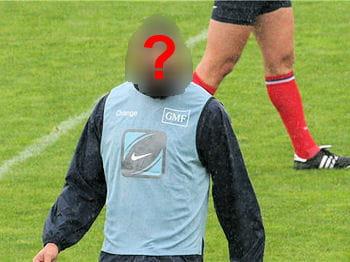 quel rugbyman français est l'égérie du parfum de caron ?