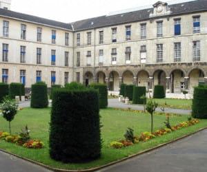 l'hôpital necker, dans le 15e arrondissement.
