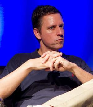 peter thiel (co-fondateur de paypal) est l'un des fondateurs de palantir.