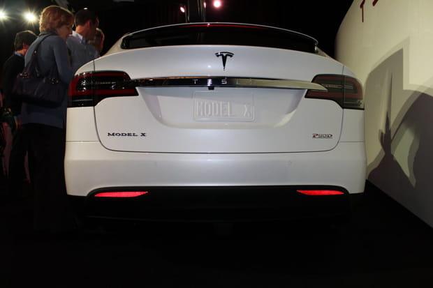 Elon Musk vérifie tout