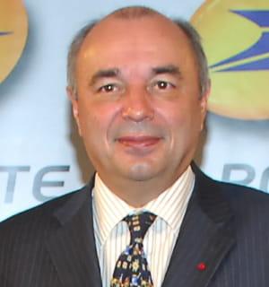avant de prendre la tête de la poste en 2002, jean-paul bailly dirigeait la