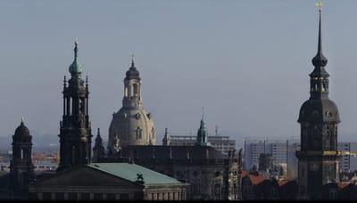on peut admirer en gros plan le toit de la frauenkirche, reconstruite en 2004