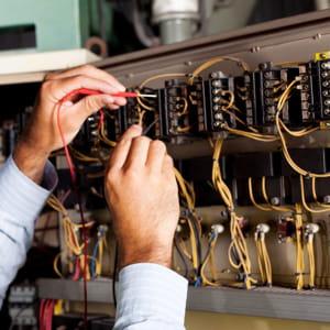 les électriciens bénéficient du marché des énergies alternatives.