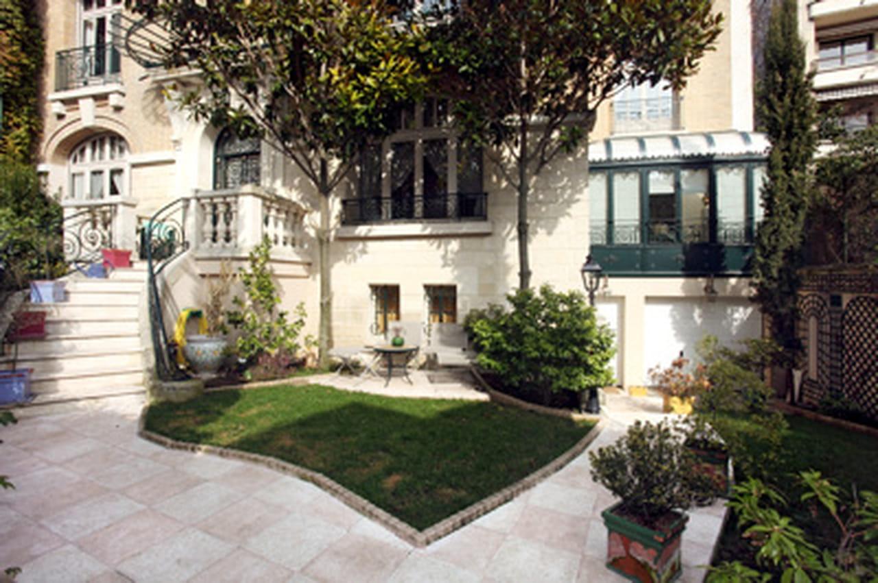 villa montmorency une propri t vendue 8 5 millions d 39 euros. Black Bedroom Furniture Sets. Home Design Ideas