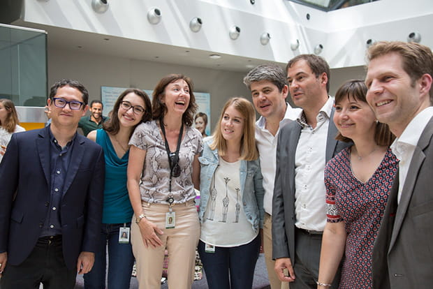 Alexandre Dayon pose avec des salariés français de Salesforce