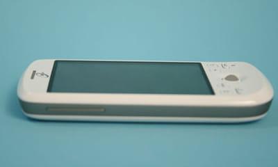 un téléphone ergonomique et léger.