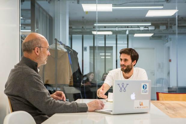 Stephen Leguillon en réunion avec l'un de ses actionnaires