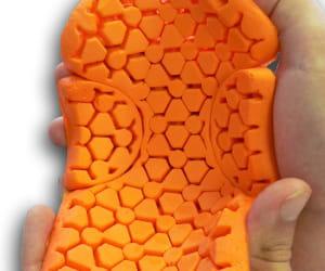 ce polymère souple durcit instantanément en cas de choc.
