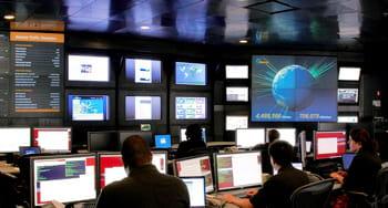 le centre de commande des opérations réseau (nocc) d'akamai, à cambridge, dans