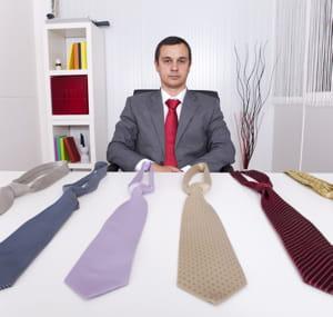 n'hésitez pas à faire faire vos noeuds de cravate la veille si vous n'êtes pas