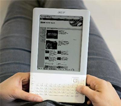 un e-reader avec clavier complet et navigateur internet