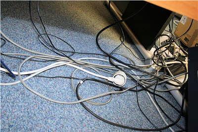 exemple de configuration désordonnée de câbles