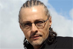jean-baptiste descroix-vernier perçoit sa rémunération via sa holding.
