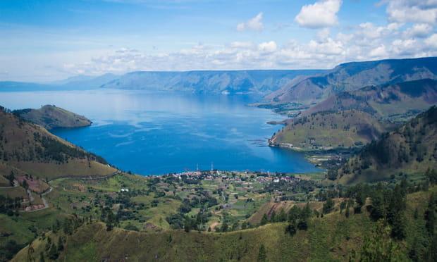 Lac Toba (Sumatra, Indonésie): volcanique
