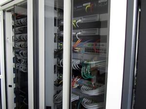 la salle informatique d'un magasin ne contient pratiquement plus que les