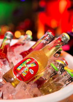 la bière k by kronenbourg, aromatisée au citron vert ou aux fruits rouges.