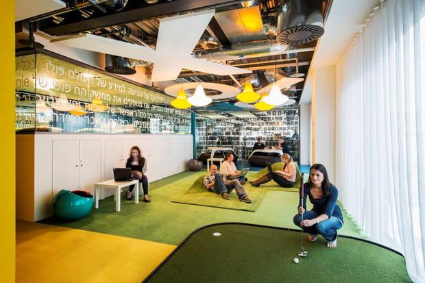 """Un """"communication hub"""" avec parcours de golf"""