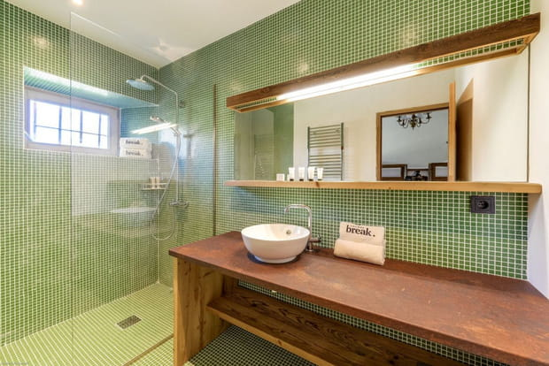 Le chalet possède aussi 8salles de bains…